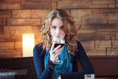 Министр сельского хозяйства предложил рекламировать российское вино ночами